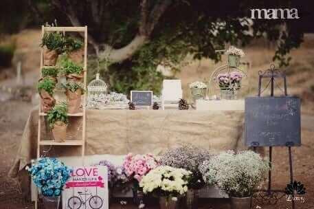 לומי פרחים – דוכן לשזירת תכשיטי פרחים